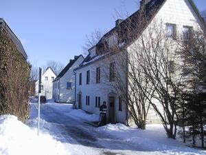 Immobilienangebot Drei Wohnhäuser